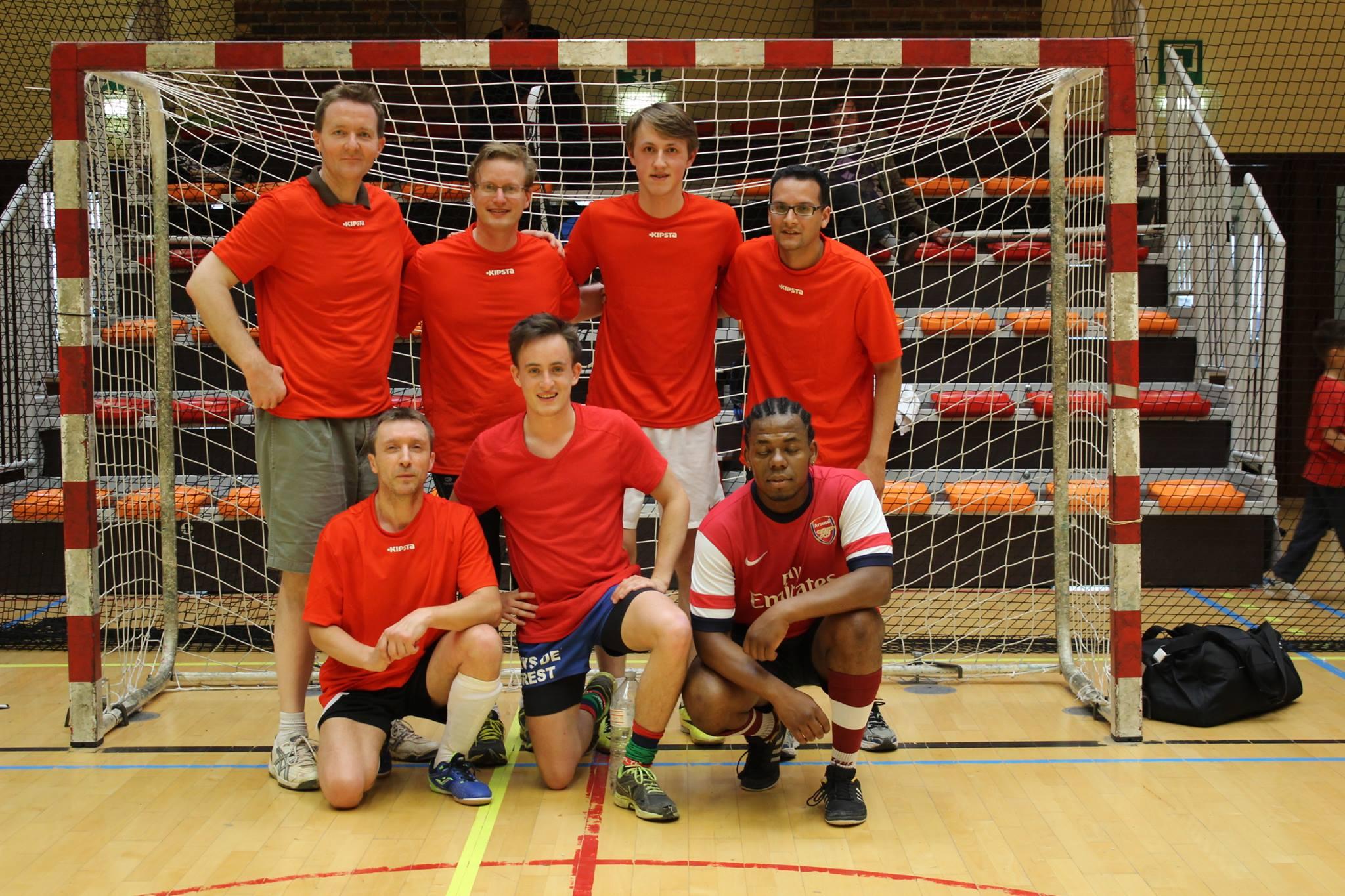 Photo de groupe d'une autre équipe du Tournoi - copie