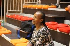 Femme africaine du bar de la salle