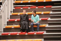 Père Grégory dans les gradins